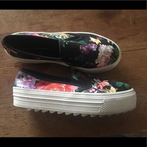 Adorable floral platform sneakers